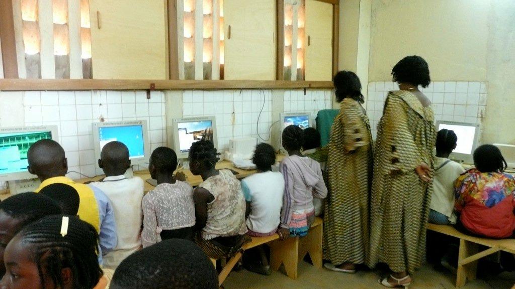 Intégration pédagogique des TIC en contexte de coopération internationale: exploration d'une étude de cas menée au Cameroun