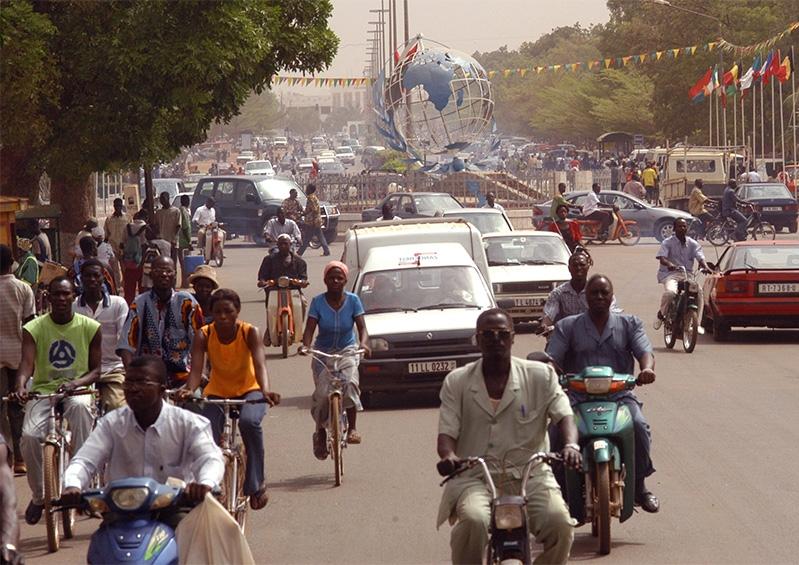 Penser l'Afrique autrement: Innovations sociales et défis du développement